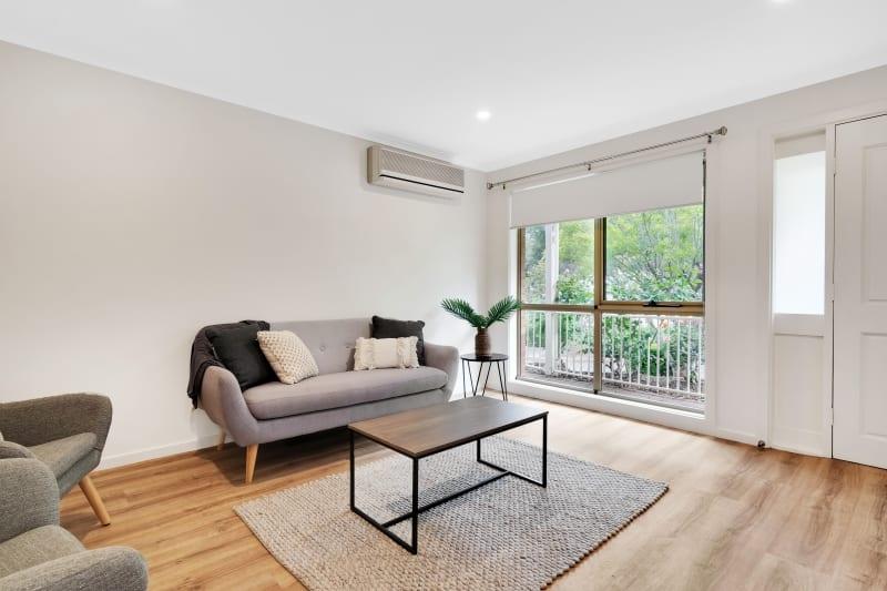 Aberfoyle-park-retirement-living-furnished-spacious-lounge