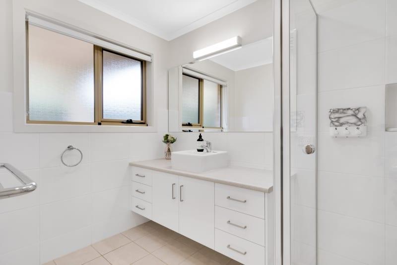 Aberfoyle-park-retirement-living-modern-bathroom