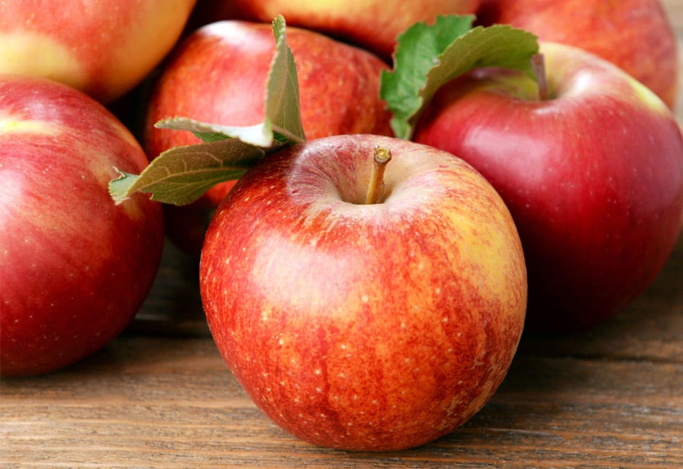 Apple is a healthy snacks for diabetes diet