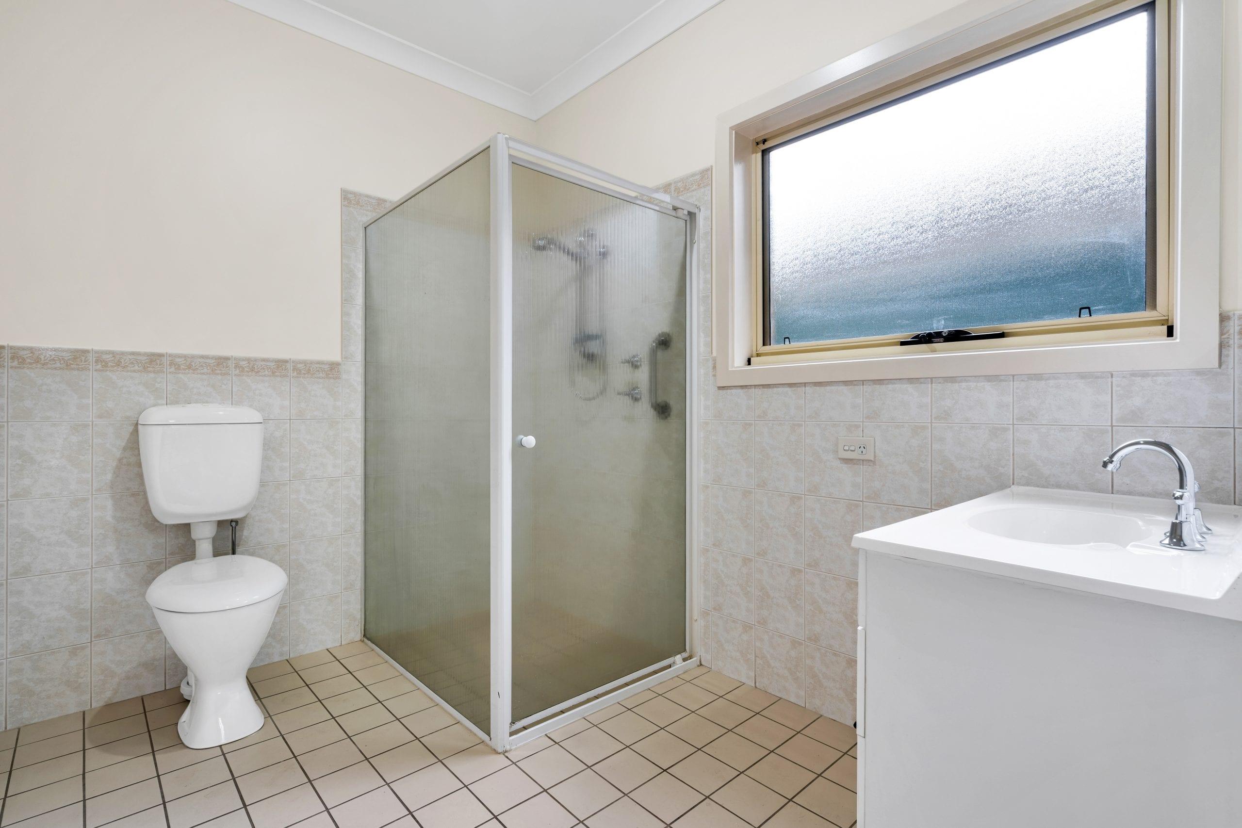 U4 Main Rd - Bathroom