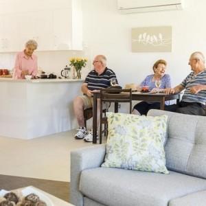 4 older people having lunch at ACH Group Morphett Vale retirement living village