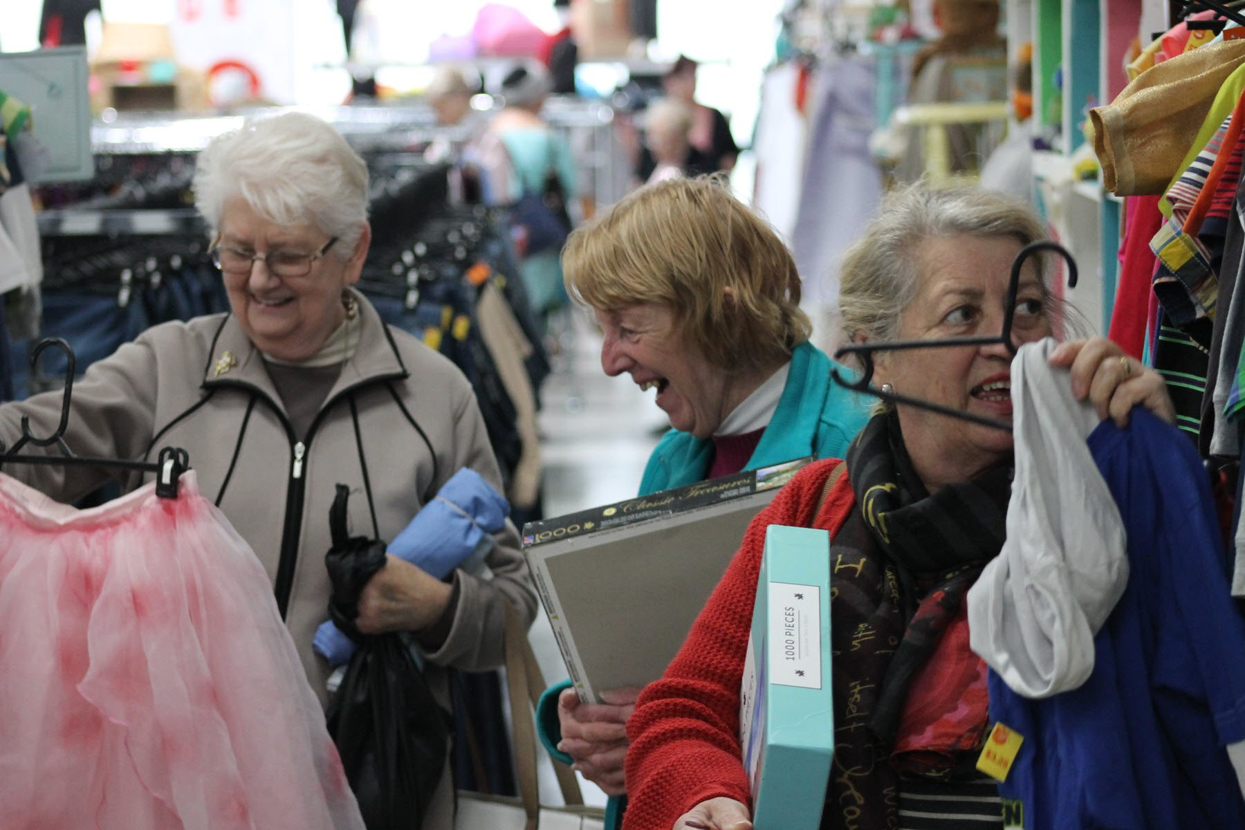 women op shopping