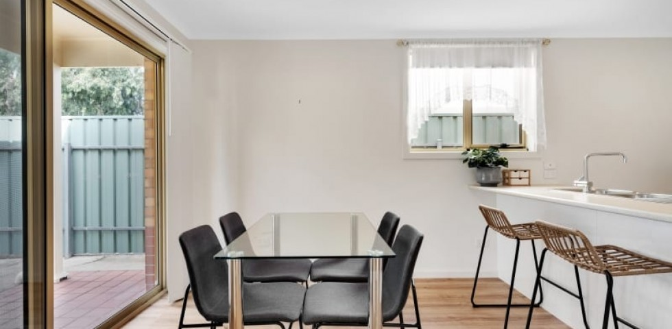Aberfoyle-park-retirement-living-dining-with-breakfast-bar-from-kitchen