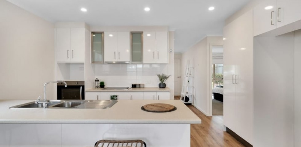 Aberfoyle-park-retirement-living-furnished-kitchen