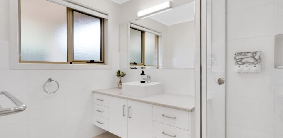 Aberfoyle-park-retirement-living-modern-bathroom