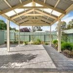 Aberfoyle-park-retirement-living-outdoor-entertaining-area-undercover.