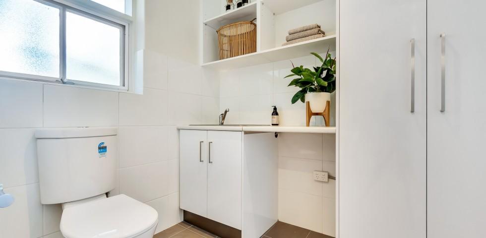Magill retirement living unit bathroom