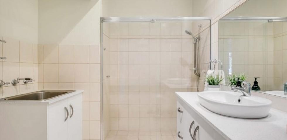Glenelg retirement living unit bathroom