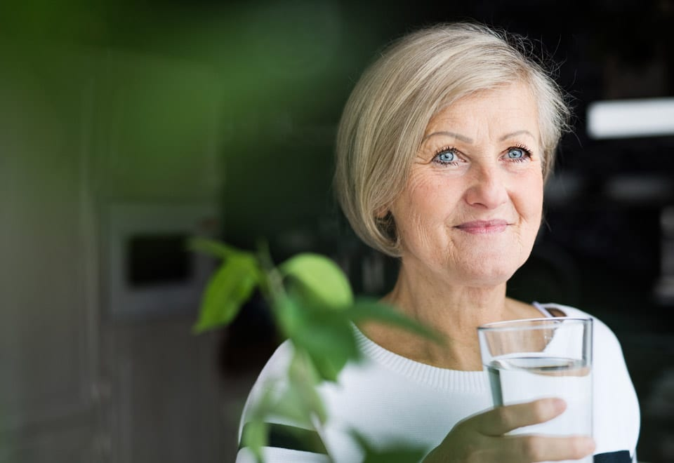 Older woman stay hydrated during summer